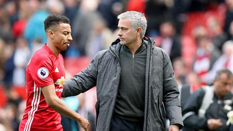 Mourinho bị trò cưng phản đối vì sớm đầu hàng cuộc đua Top 4