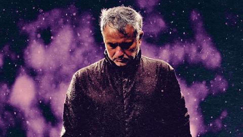 Câu chuyện về sự sụp đổ từ bên trong của mối lương duyên M.U-Mourinho
