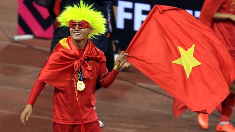 Bầu chọn cầu thủ xuất sắc nhất Châu Á 2018: Quang Hải vượt qua Chanathip