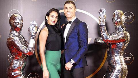 Ronaldo đã trả lời được câu hỏi 'Nhiều tiền để làm gì'