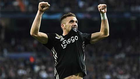 Sao Ajax sánh ngang Messi sau màn hạ sát Real