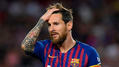 Messi dính 'lời nguyền' ở tứ kết, M.U mở cờ trong bụng