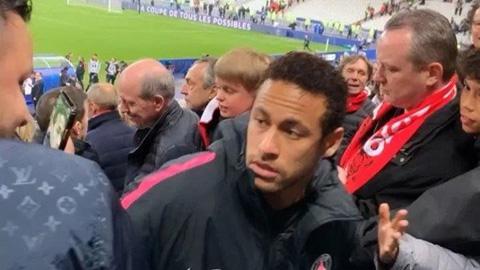 Đấm CĐV đối phương, Neymar có thể bị cấm 8 trận