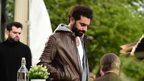 Salah đi bar ngay sau thất bại trước Barca