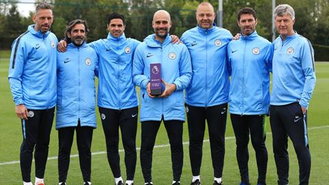 Vượt mặt Klopp, Guardiola giành danh hiệu HLV xuất sắc nhất tháng