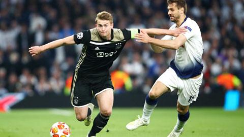 De Ligt ánh sáng dẫn đường của Ajax