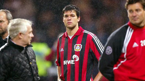 Ai còn nhớ một Leverkusen giành cú ăn 3 á quân mùa 2001/02?