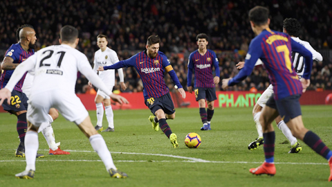 Hàng công khủng hoảng, Barca trông cả vào Messi