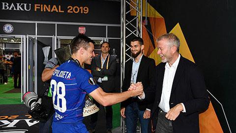 Ông chủ của Chelsea có mặt ở Baku, lần đầu xem Chelsea sau 1 năm