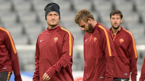 De Rossi cầm đầu đường dây lật đổ Totti?