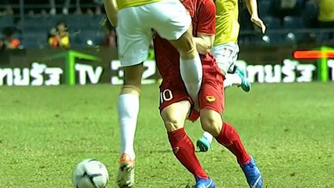 Những pha bỏ bóng đá người của Thái Lan với cầu thủ Việt Nam