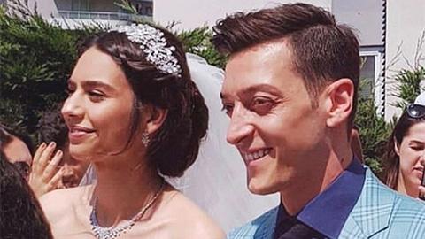 Oezil tổ chức đám cưới truyền thống với hoa hậu gốc Thổ Nhĩ Kỳ