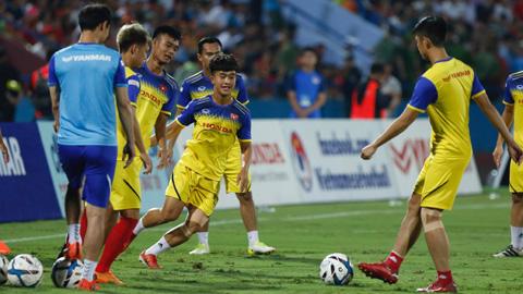 Các tuyển thủ U23 Việt Nam về lại CLB