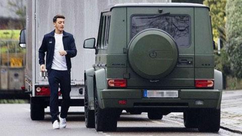 Mesut Oezil đam mê siêu xe