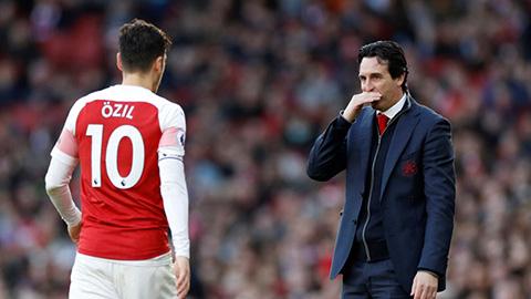 Oezil sẽ trụ lại Arsenal còn lâu hơn... Emery