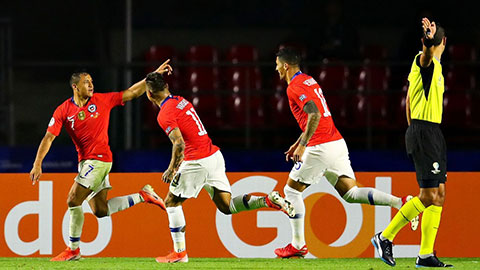 Chile đại thắng ngày Sanchez tỏa sáng: Brazil, đất lành cho… sao xẹt?