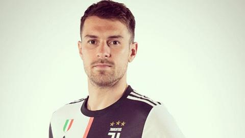 Ramsey khoác áo Juventus tri ân NHM Bianconeri