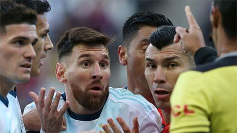 Messi từ chối nhận huy chương, tin Brazil sẽ vô địch Copa nhờ 'cơ cấu'