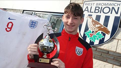 Barca đấu PSG vì sao nhí 16 tuổi của West Brom