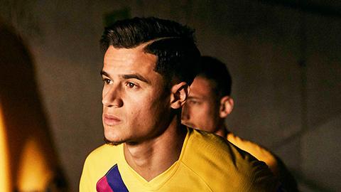 Tương lai bất định, Coutinho vẫn ra mắt áo đấu mới với Barca