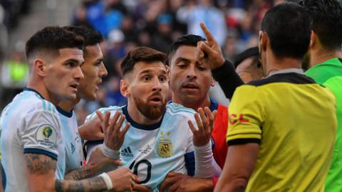 Messi lĩnh án phạt nhẹ nhàng từ LĐBĐ Nam Mỹ