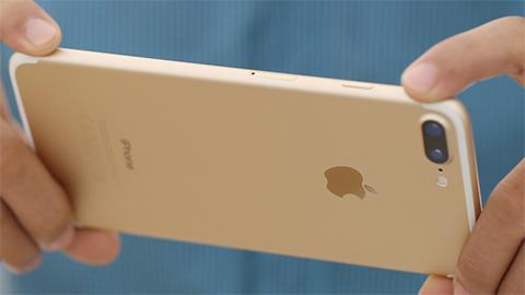 iPhone 7 Plus bất ngờ giảm giá 'cực sốc' trong tháng 8