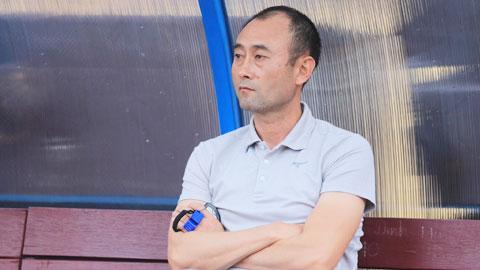 Ghế HLV Lee Tae Hoon 'rung rinh'