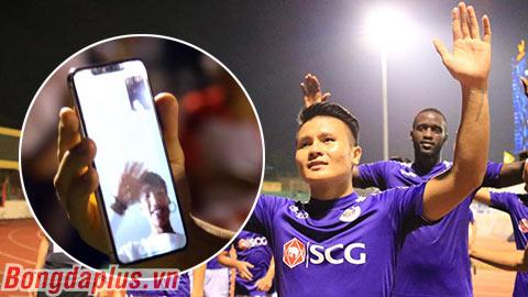 Văn Hậu gọi 'video call' chúc mừng Hà Nội FC vô địch