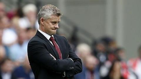 Solskjaer 'xù lông' trước những chỉ trích của Mourinho