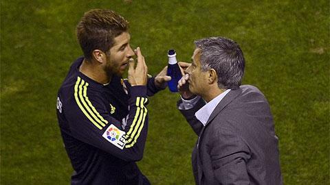 Ramos phớt lờ Mourinho, khuyên Real tiếp tục đặt niềm tin vào Zidane