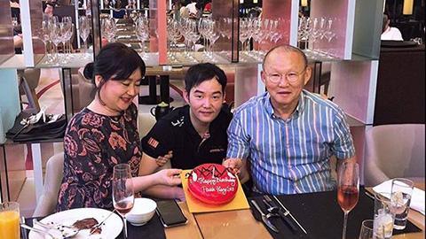 Gia đình tổ chức sinh nhật sớm cho thầy Park trước... 3 tháng