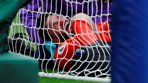 Lloris chấn thương nặng sau sai lầm dẫn tới bàn thua