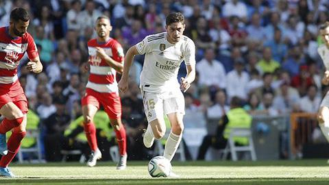 Valverde là ông chủ giữa sân của Real trước Granada