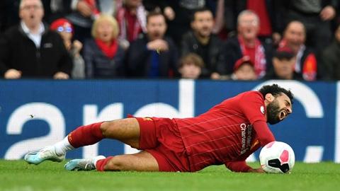 Klopp phát điên vì trò cưng Salah bị chặt chém