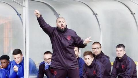 Valdes bị sa thải vì muốn 'bẻ lái' Barca