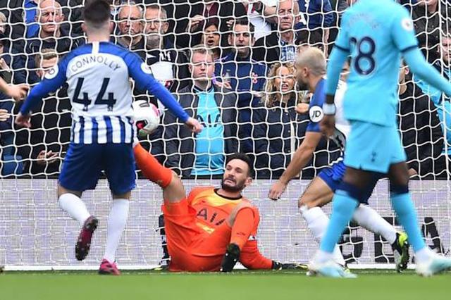 Lloris mắc sai lầm dẫn đến bàn thua của Tottenham