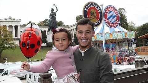 Quên thất bại, Coutinho đưa gia đình dự Oktoberfest