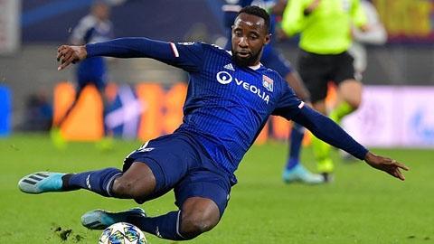 Moussa Dembele ngồi dự bị trước cặp mắt của tuyển trạch viên M.U