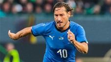 43 tuổi, Totti vẫn ghi bàn khiến CĐV sướng mắt