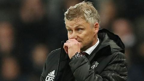 Solskjaer xin lỗi sau trận thua Newcastle: Muộn quá rồi, Solsa!