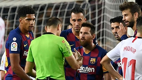 Messi cố ngăn trọng tài rút thẻ đỏ cho Dembele như thế nào?