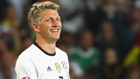 Schweinsteiger giải nghệ ở tuổi 35