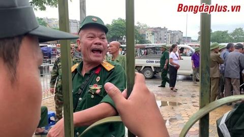 """""""Thương binh"""" bao vây trụ sở LĐBĐVN đòi vé trận Việt Nam - Malaysia"""