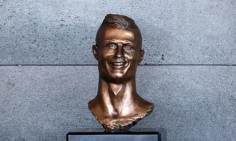 Bức tượng bán thân hài hước của Ronaldo