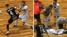 Cầu thủ đạp đối phương bất tỉnh vào thẳng bệnh viện