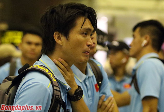 Tiền vệ Nguyễn Tuấn Anh sẽ được bác sỹ kiểm tra kỹ vấn đề ở bắp đùi sau. Chính điều này khiến anh phải rời sân sau hiệp 1
