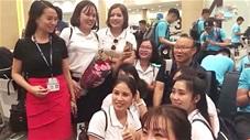 Thầy Park bị fan nữ vây quanh ngay khi vừa đặt chân tới Bali