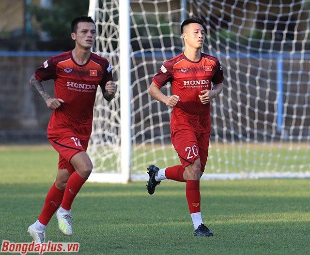 Hữu Tuấn và Huy Hùng đang kỳ vọng được vào sân ở trận gặp Indonesia