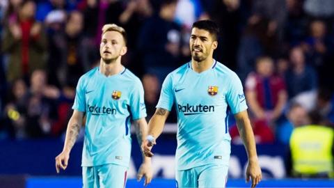 Suarez, Rakitic và Vidal chưa chắc được gia hạn