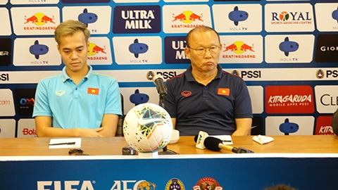 HLV Park Hang Seo có thể dùng Quang Hải trám vào vị trí của Tuấn Anh